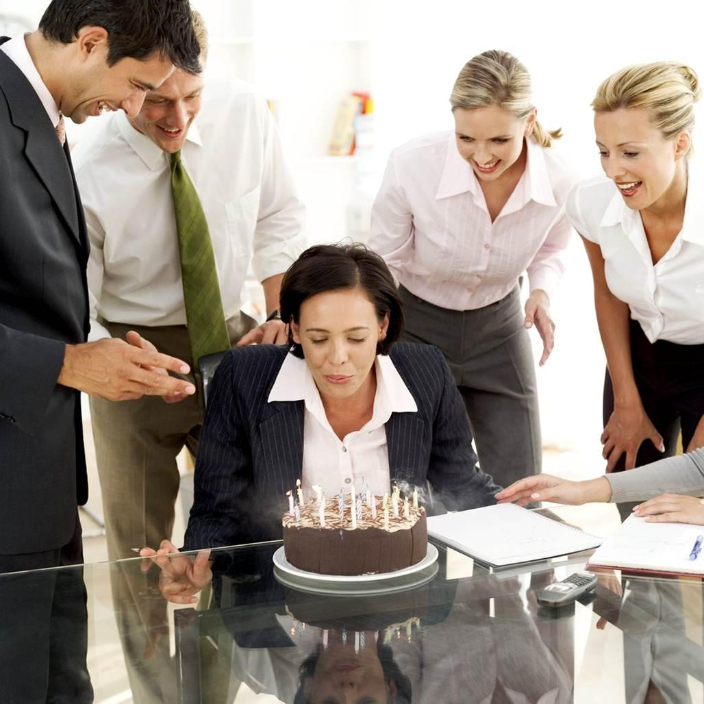 празднование знаменательных дат в коллективе: нужно чаще встречаться?