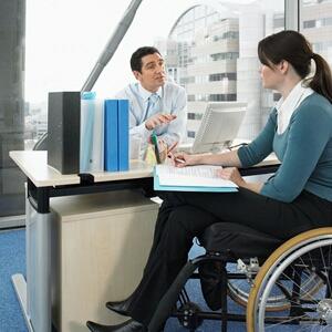 трудоустройство инвалидов: добровольно-принудительные инициативы им помогут?