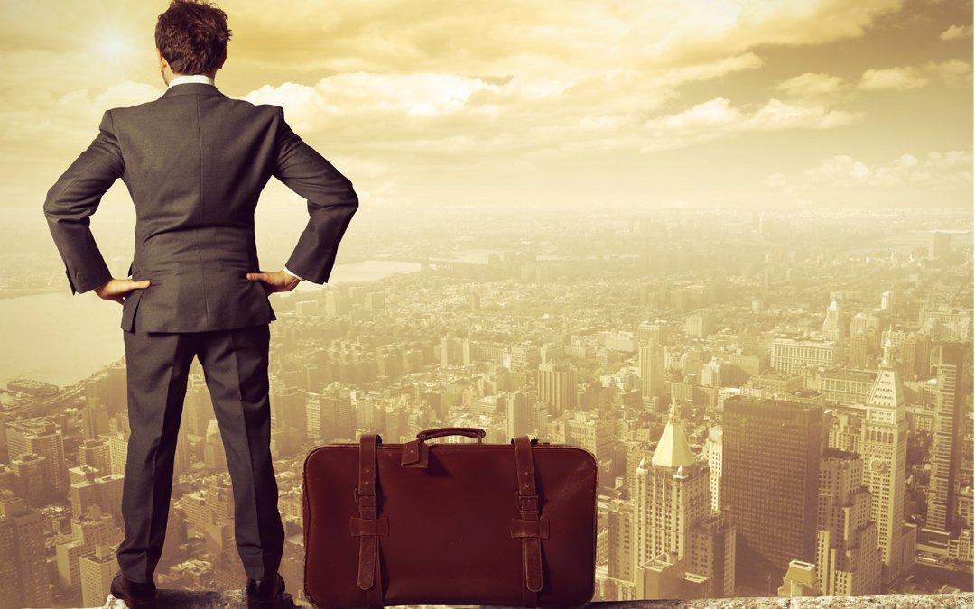 переезд ради работы: не место красит человека, а человек место?
